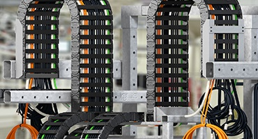Ready-to-connect energy supply modules readychain®: direct from the manufacturer